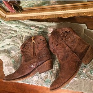 Steve Madden western ankle boots